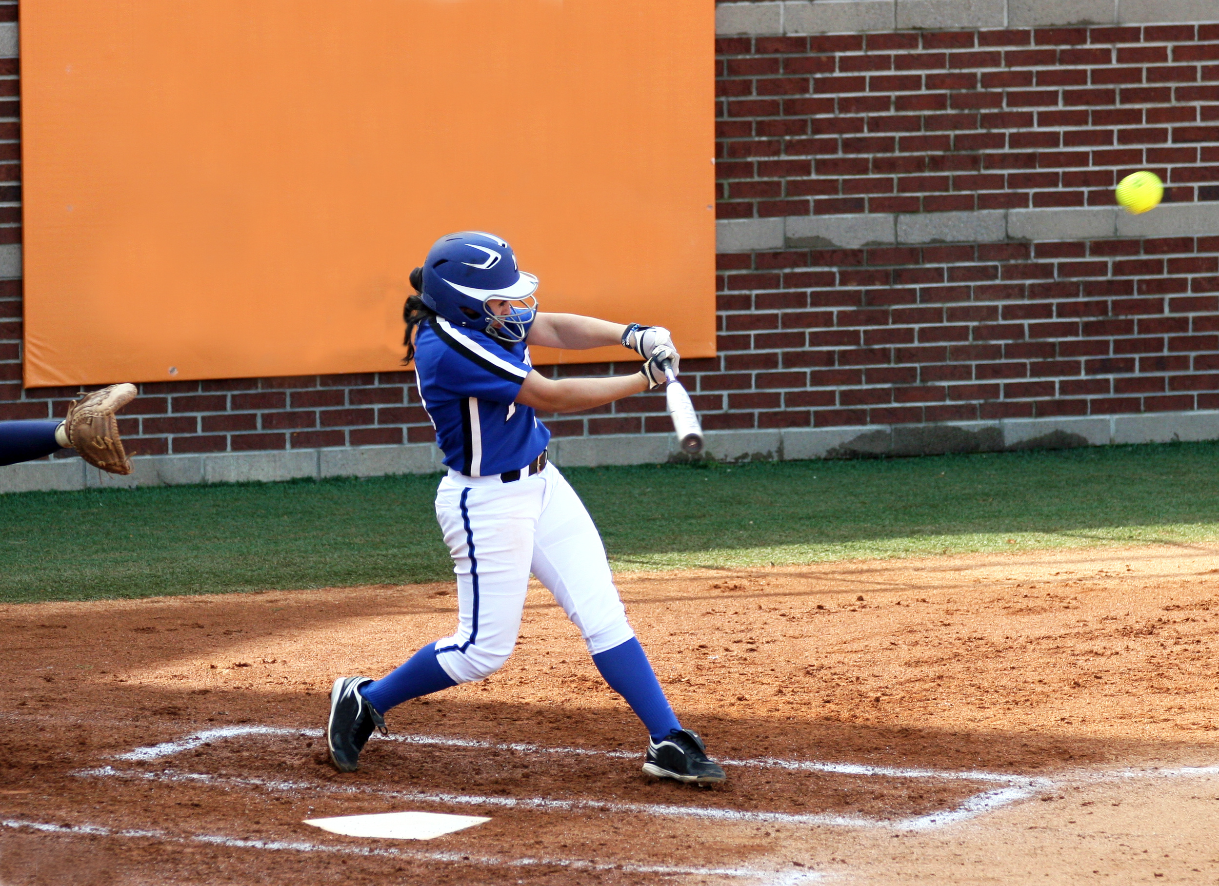6 Ways to Personalize Softball Uniforms